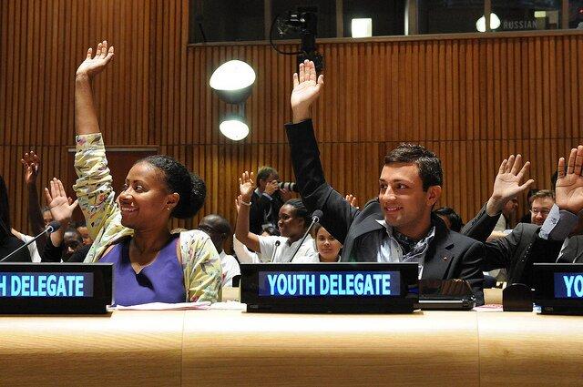右側がDejan Bojic | Youth Delegates raise their hands for education | Flickr